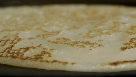 Homemade pancake in a frying pan, the process of flipping a pancake in a frying ライブ動画