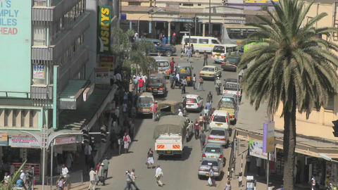 Crowds and traffic on the streets of Nairobi, Kenya Stock Video Footage