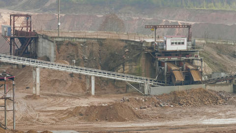 Conveyor line sorts sand and stone on the ballast quarry ライブ動画