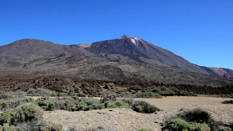 Beautiful view from the window of a moving car on the Teide volcano. Spain Acción en vivo