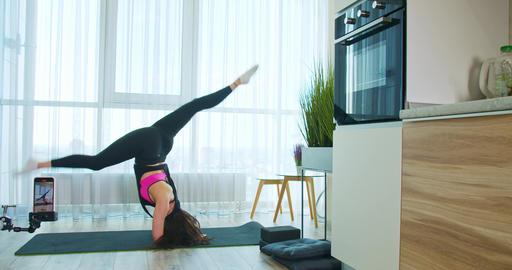 Amazing gymnastics on the yoga mat, woman is recording on her phone, 4k Acción en vivo