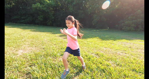 happy little girl running or jogging in the park Live影片