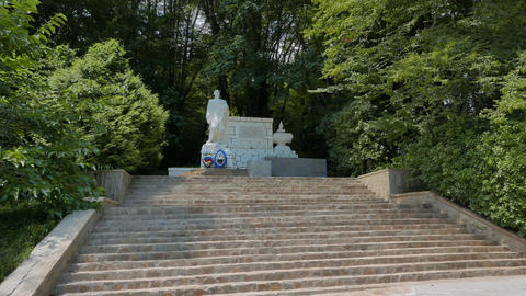 Monument to the heroes of the Great Patriotic War in somshitovoy yew the grove.  Footage