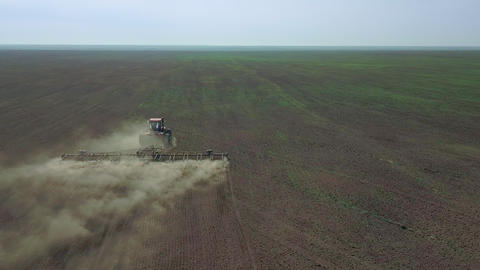 Aerial view of a Farmer in tractor preparing land in farmlands. Top down view Live影片