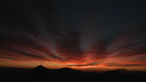 The sky darkens as the sun sets Stock Video Footage