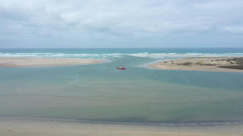 Aerial footage of a sand dredger at the mouth of the River Murray in regional Australia ライブ動画
