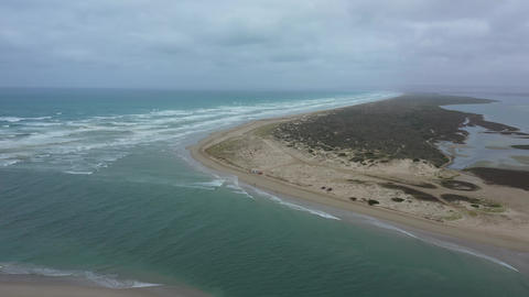 Aerial footage of fishermen at the mouth of the River Murray in regional Australia Acción en vivo