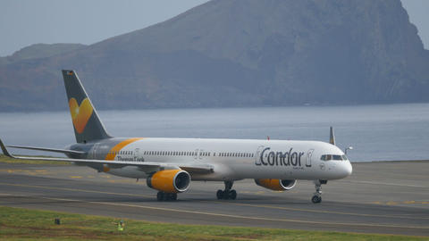 Boeing B757 Commercial Airliner Turn to Park at Madeira Airport in 4K Live Action