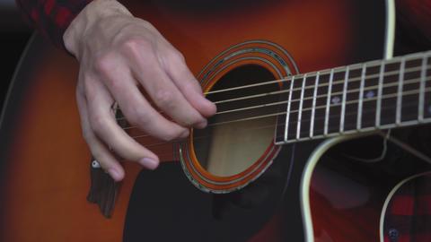 music, creativity, concert, self-isolation concept. Close-up hands of young man Acción en vivo