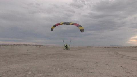 Landing Power Parachute dual M HD Footage