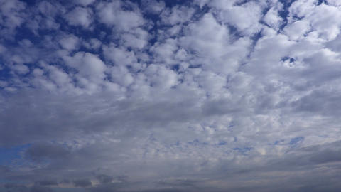 Clouds on blue sky.Timelapse Animación