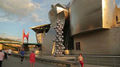 Places of tourist interest in Bilbao, Guggenheim Museum, La Salve Bridge Live Action