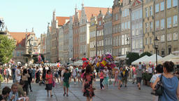 People strolling in the old town in Gdansk, Poland Acción en vivo