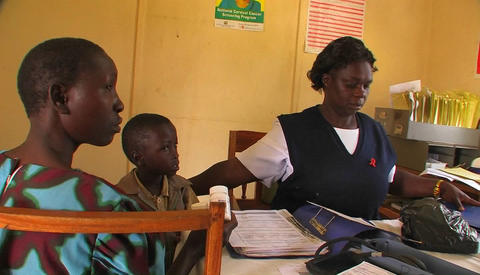 A woman gives pills to children in Africa Stock Video Footage