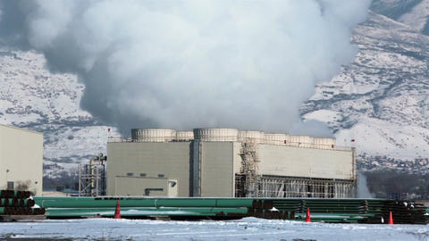 Power plant cooling steam towers winter fast timelapse HD 0194 ビデオ