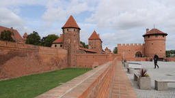 Entrance to the Malbork castle and external fortifications Acción en vivo