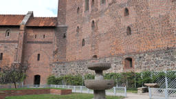 Walls of the Teutonic Order Castle in Malbork Acción en vivo