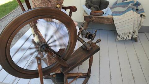 Spinning yarn old fashion P HD Footage