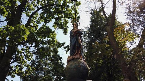 Statue of St. Mary Acción en vivo