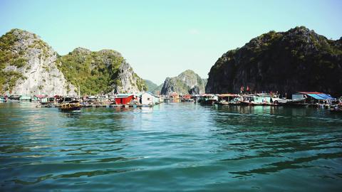 Floating Fishing Village In The Ha Long Bay. Cat Ba Island, Vietnam Acción en vivo