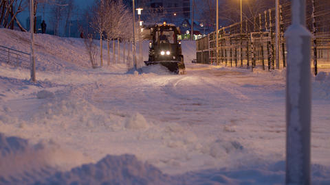 Clearing snow from the road ライブ動画