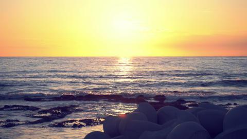 Beautiful sunset above the ocean ライブ動画