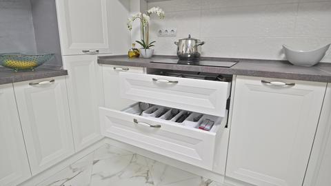 Details of modern white wooden kitchen ライブ動画