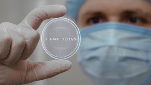 Doctor looks at hologram with Dermatology Live影片