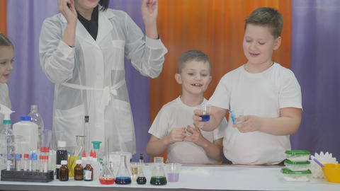 Chemical experiments for children. Fun experiments for children. Woman makes Live Action