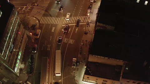 AERIAL: Overhead Birds View Top Down View of Road Intersection at Night in Live影片
