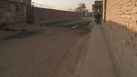 An empty alley in Kabul, Afghanistan Stock Video Footage