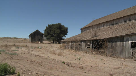 Pan across an old barn in the Salinas Valley, Monterey... Stock Video Footage