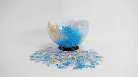 A globe-shaped puzzle disassembles Stock Video Footage