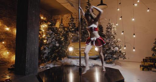 Woman is pole dancing in sexy christmas outfit, bright decorations, 4k Acción en vivo