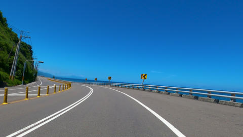 Driving on mountain and coastline highway with blue sky background. POV Live影片