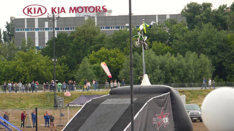 Motofreestyle - jumps with incredible acrobatic elements Live Action