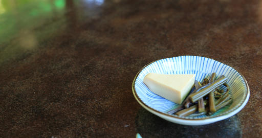 A cheese of appetizers on the Japanese dish at lunch handheld ライブ動画