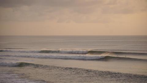 4k-25p-big waves. Surfer on the wave Live Action