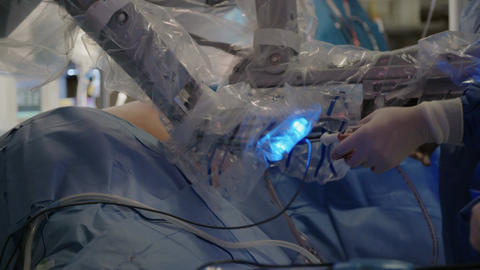 Da Vinci Surgery - Minimally Invasive Robotic Surgery with the da Vinci Surgical Live Action