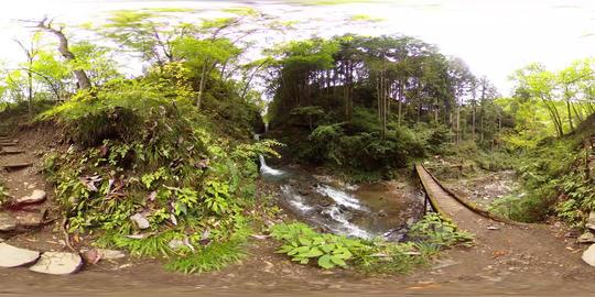【360VR】Nine Head Dragon Falls from near, Tokyo, Japan Video de realidad virtual (RV) en 360°