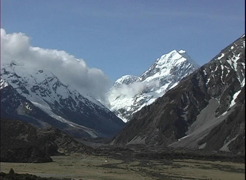 A medium shot of a valley and Mount Cook, part of the... Stock Video Footage