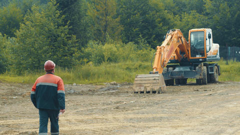The driver of the excavator goes to the special vehicle. An employee who goes to Live Action