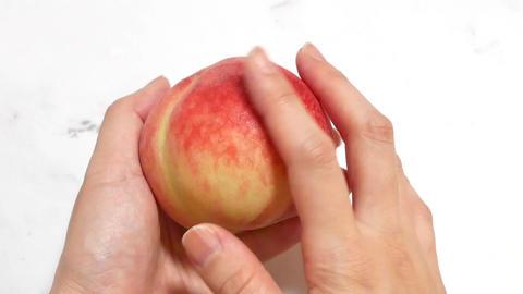 果物の桃を触る ライブ動画