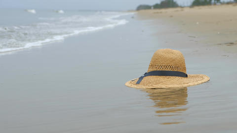 Straw hat on the beach Live Action
