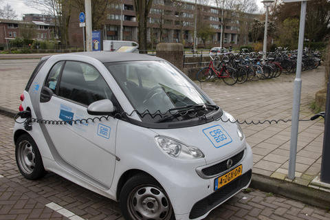 Car2Go Car At Amsterdam The Netherlands 3 April 2020 フォト