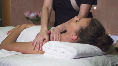 Professional massager makes the girl an excellent relaxing massage Live Action