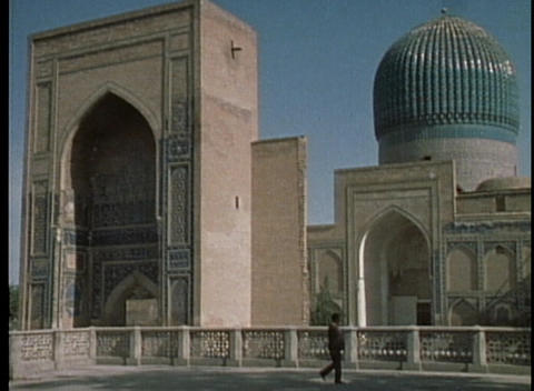 Bibi Khanum mosque in Samarkand Stock Video Footage