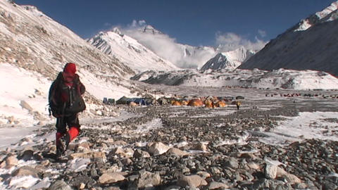 Climbing walking back to Everest base camp Stock Video Footage