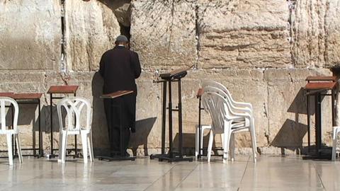 Hasidic man praying at the Western Wall (Wailing Wall) Stock Video Footage