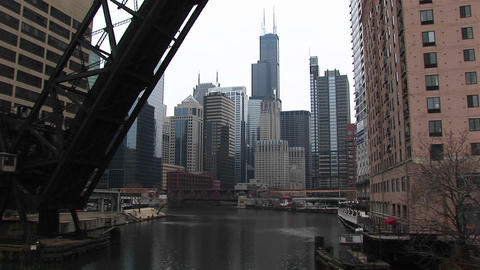 Long-shot of the Chicago city-skyline from the river Stock Video Footage